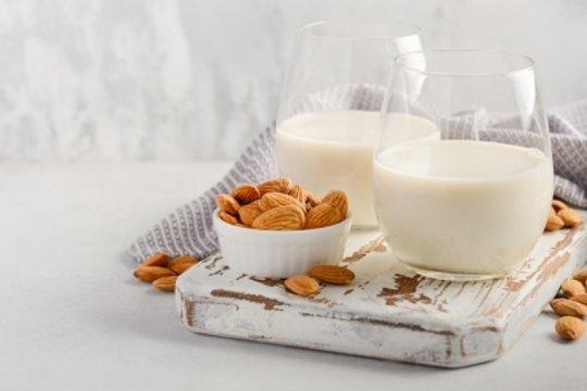 Manfaat susu almond, turunkan berat badan hinggah cegah Alzheimer