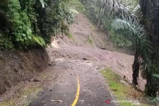 Jalur Bandung-Cianjur kembali terputus akibat longsor