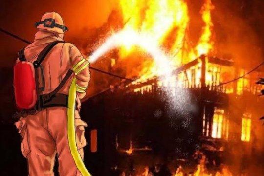 11 mobil damkar padamkan kebakaran rumah makan di Palmerah
