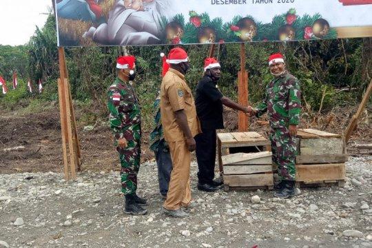 TNI bersama warga Amungme-Kamoro di Mimika gelar acara 'bakar batu'