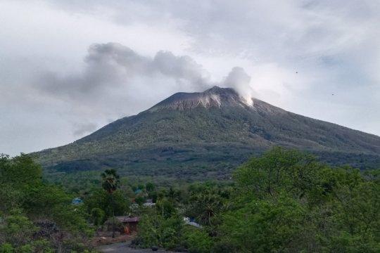Masker kebutuhan mendesak pengungsi erupsi Gunung Ili Lewotolok