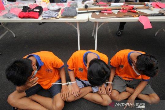 Polisi Surabaya tangkap lima pelaku tawuran yang tewaskan seorang anak