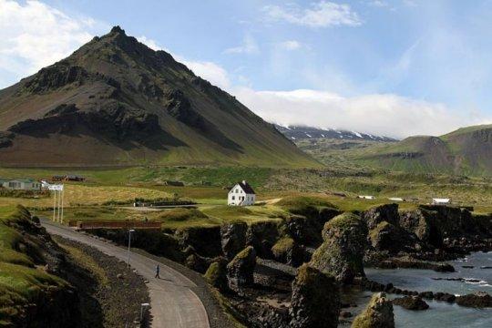 Islandia izinkan turis yang pernah terkena COVID-19 masuk tanpa tes