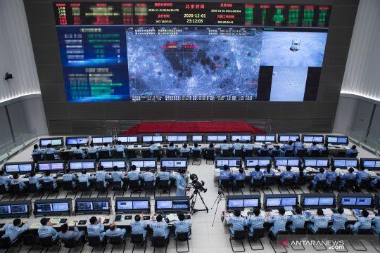 Wahana antariksa Chang'e-5 China  mendarat di bulan