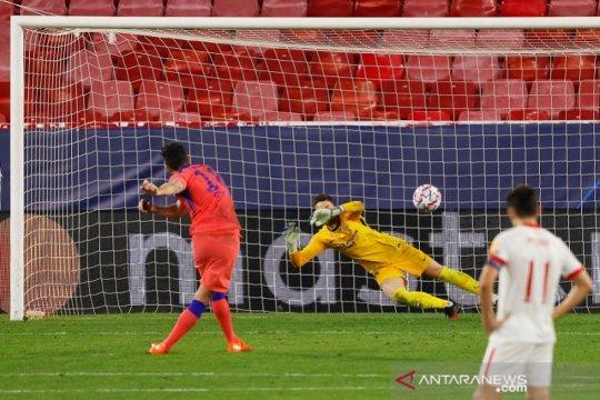 Olivier Giroud borong empat gol saat Chelsea cukur Sevilla 4-0