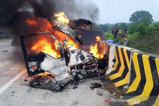 3 orang meninggal dunia akibat kecelakaan di Tol Madiun-Nganjuk