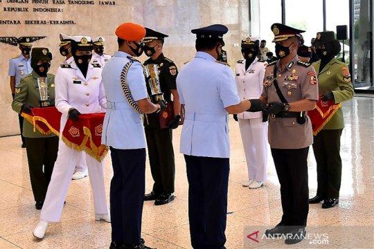 Lulus terbaik di Sesko TNI, Kombes Akhmad Yusep raih penghargaan