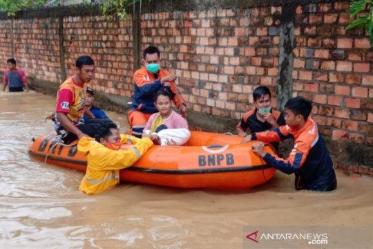 BPBD PALI evakuasi bayi dari lokasi banjir