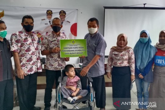 Dinsos Bogor beri ratusan kursi roda untuk penyandang disabilitas