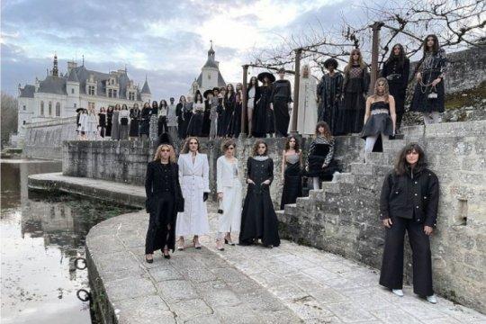 Perpaduan Medici dan Poitiers dalam koleksi Chanel Metiers d'Art