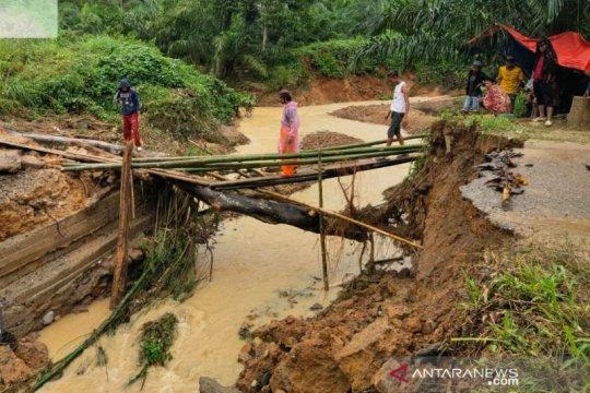 Banjir putuskan satu jembatan di Aceh Tenggara, delapan desa terisolir