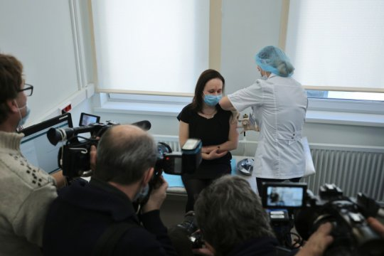 Moskow mulai vaksinasi massal, salurkan Sputnik V ke 70 klinik