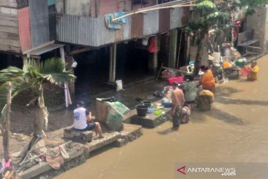 Sungai Deli Medan sudah surut, ratusan warga kembali ke rumah