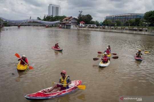 Berolahraga kano di Bendungan Tirtonadi