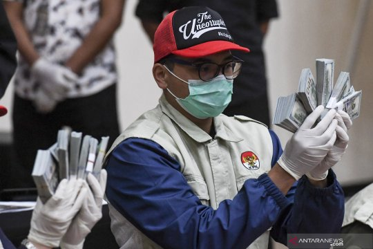KPK segel lima lokasi terkait kasus korupsi menteri sosial