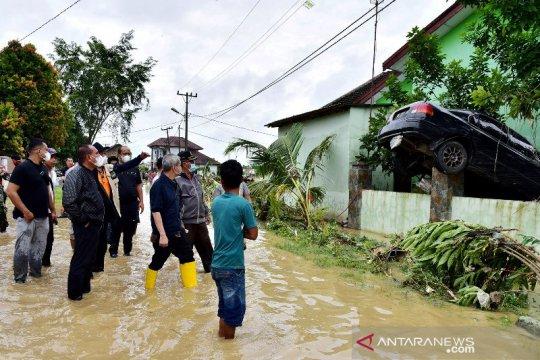 Tim gabungan bersihkan material sisa banjir Deliserdang