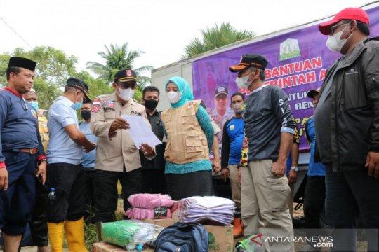 Korban banjir di Aceh Utara diberikan bantuan masa panik