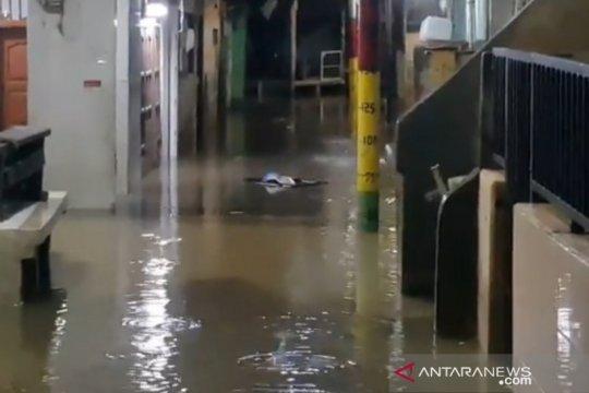 Kebon Pala Jaktim terendam banjir imbas luapan Ciliwung