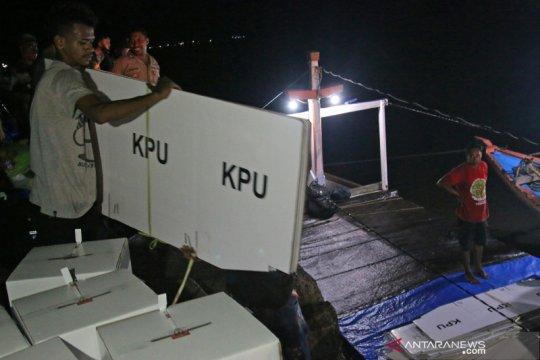 Distribusi logistik pilkada di pesisir terjauh Asmat