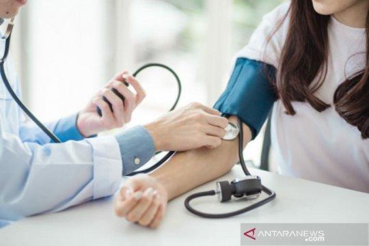 Pasien hipertensi terinfeksi COVID-19 dianjurkan tetap konsumsi obat