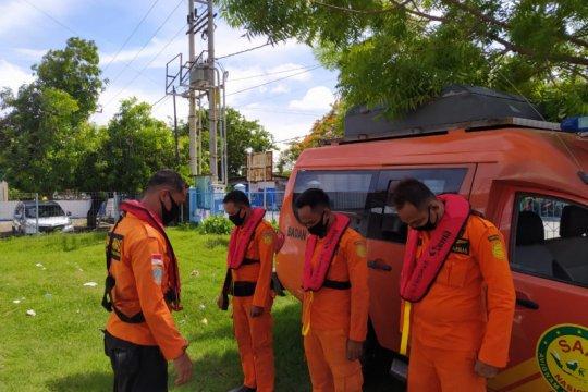 Kapal berpenumpang 25 orang mati mesin di Sumbawa