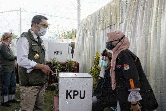 "Ridwan Kamil temukan saksi parpol tak pakai ""face shield"" di TPS"