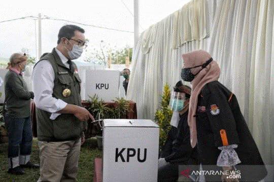 Ridwan Kamil tinjau pelaksanaan Pilkada Kabupaten Bandung 2020
