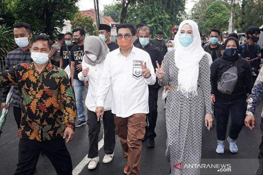 Cawali Surabaya Machfud Arifin pantau sejumlah TPS usai mencoblos