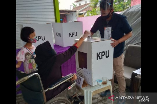 Penyandang disabilitas antusias salurkan hak pilih di Pilkada Jember