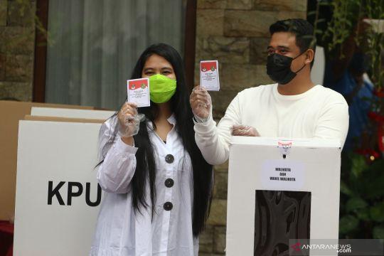 Pilkada Kota Medan, Bobby Nasution dan Akhyar Nasution gunakan hak pilihnya
