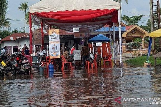 Pilkada Tanjungbalai, TPS-6 Kelurahan Gading terendam banjir kiriman