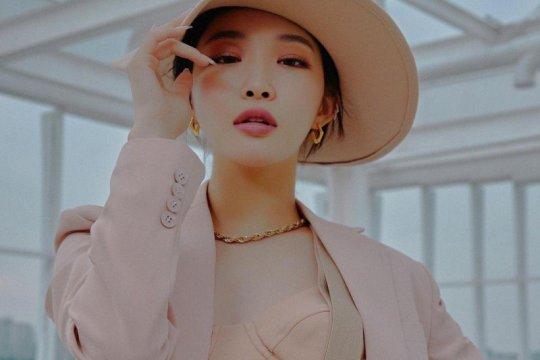 Positif COVID-19, Chungha tunda rilis single dan album