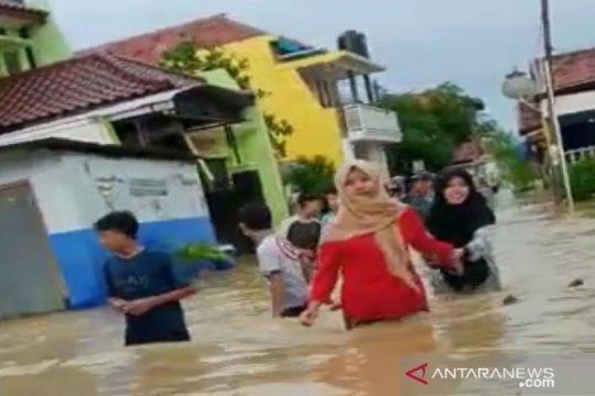 PLN Jatim padamkan sementara listrik di Sampang akibat banjir