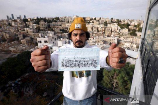 Kampanye mengenakan masker dengan sketsa lanskap Kota Amman