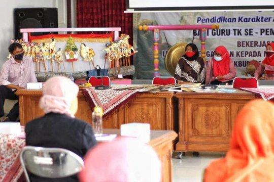 Wayang untuk bahan pendidikan karakter disosialisasikan di Magelang