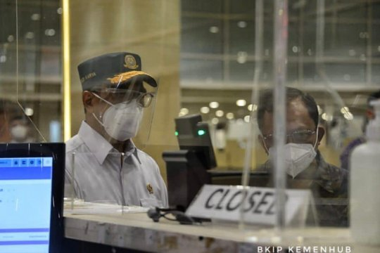 Antisipasi libur akhir tahun, Menhub tinjau Bandara Ngurah Rai