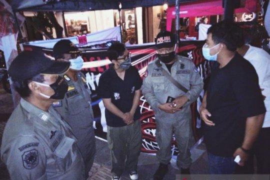 Satpol-PP Denpasar bubarkan kerumunan warga langgar prokes