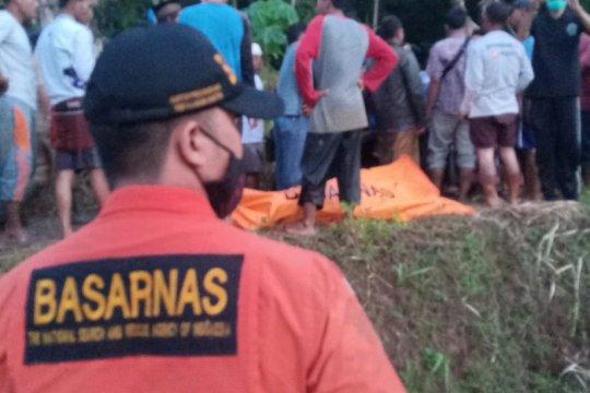 Tim SAR evakuasi empat penambang emas ilegal  yang tewas di Lebak