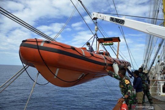 Uji ketangkasan penyelamatan korban jatuh ke laut