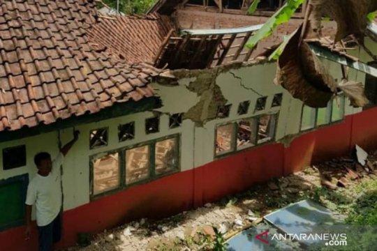 Disdikbud Cianjur segera bangun kembali sekolah ambruk
