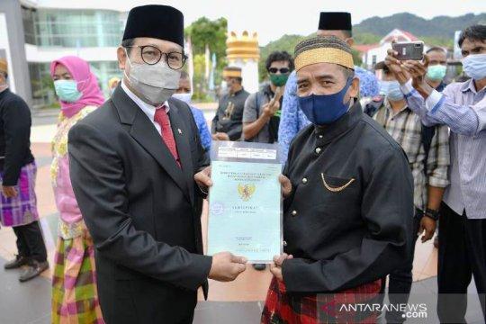 Mendes PDTT serahkan 1.000 sertifikat lahan ke transmigran di Sulbar