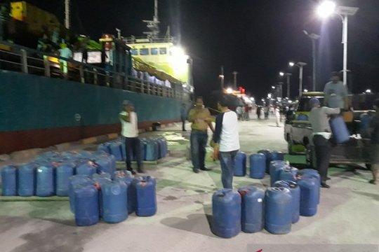 Polres Tual gagalkan penyelundupan 2,8 ton minuman keras tradisional