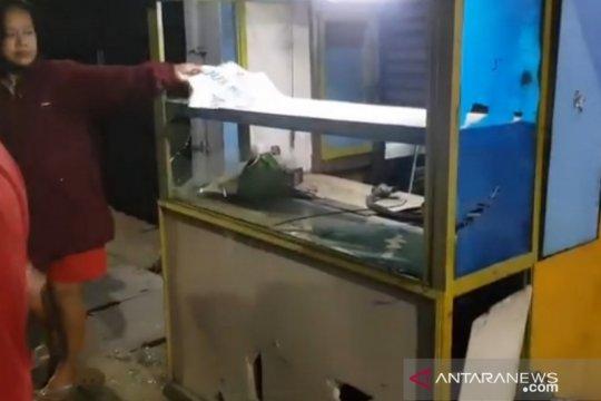 Pelaku tawuran di Jatinegara menjarah serta merusak bangunan
