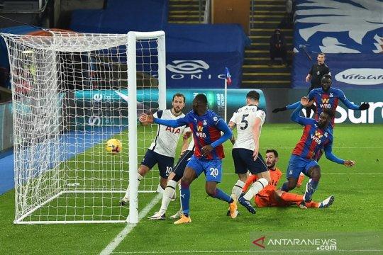 Tottenham diimbangi Crystal Palace karena blunder Hugo Lloris