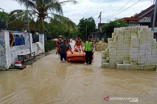 Puluhan desa terendam banjir akibat luapan Kali Lamong di Gresik