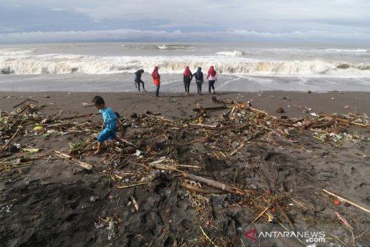Sampah Pantai Trisik