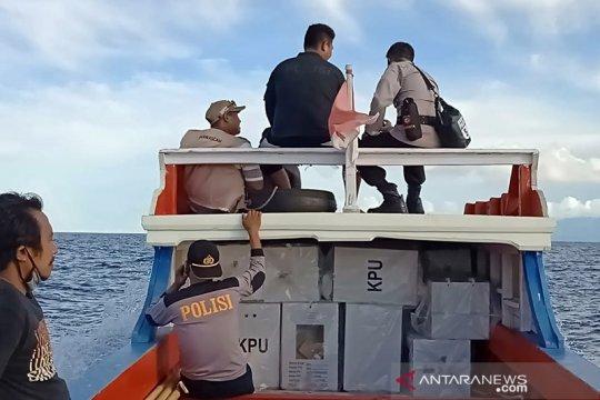 Polisi lakukan pengawalan pergeseran kotak suara di Kepulauan Sangihe