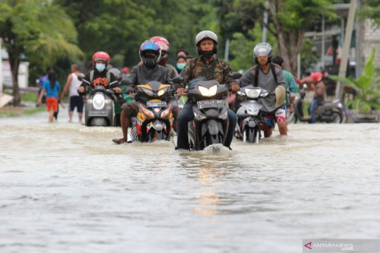 Banjir di Kabupaten Gresik meluas, akibatkan seorang tewas