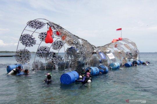 Penenggelaman instalasi seni terumbu karang