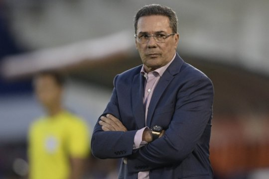 Terjangkit COVID-19, mantan pelatih Brazil Luxemburgo dilarikan ke RS